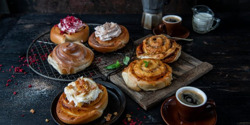 The-Best-Tea-And-Coffee-To-Pair-With-Your-Cafe's-Scrolls
